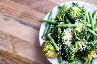 A Weeknight Quickie: Garlicky Broccoli & Green Beans Roasted in Avocado Oil