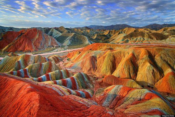 o-rainbow-mountains-900-10