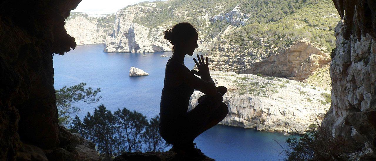 Laura Ruiz Inspira Yoga. Clases y retiros de yoga y naturaleza con amor