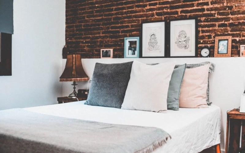 matrace, polštář, postel