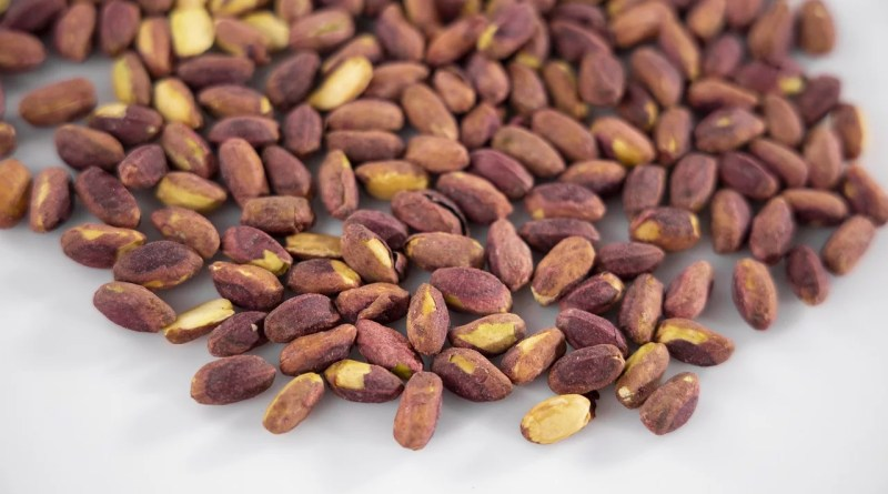 Pistachios Nuts Food Dried Nuts  - Engin_Akyurt / Pixabay