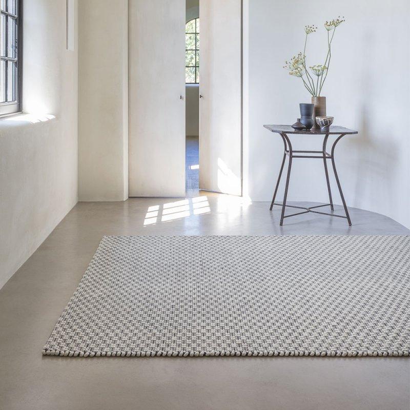 tapis de luxe moderne fin beige et gris par ligne pure inspiration luxe