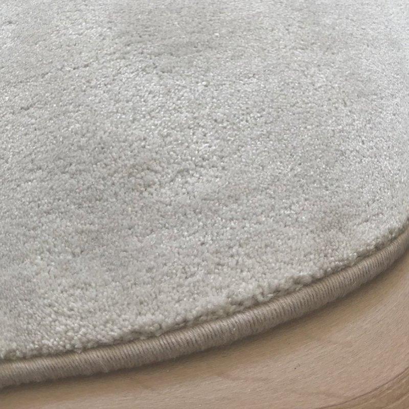 tapis de de luxe design rond sur mesure ivoire aspect viscose finition surjet
