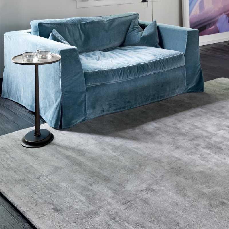 tapis de luxe gris en viscose tisse main reflect par ligne pure