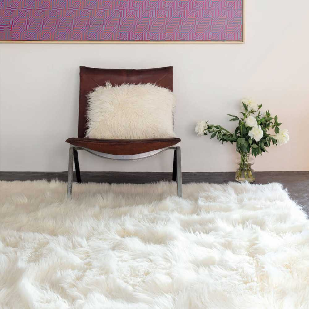 tapis sur mesure blanc shaggy en fausse fourrure par ligne pure