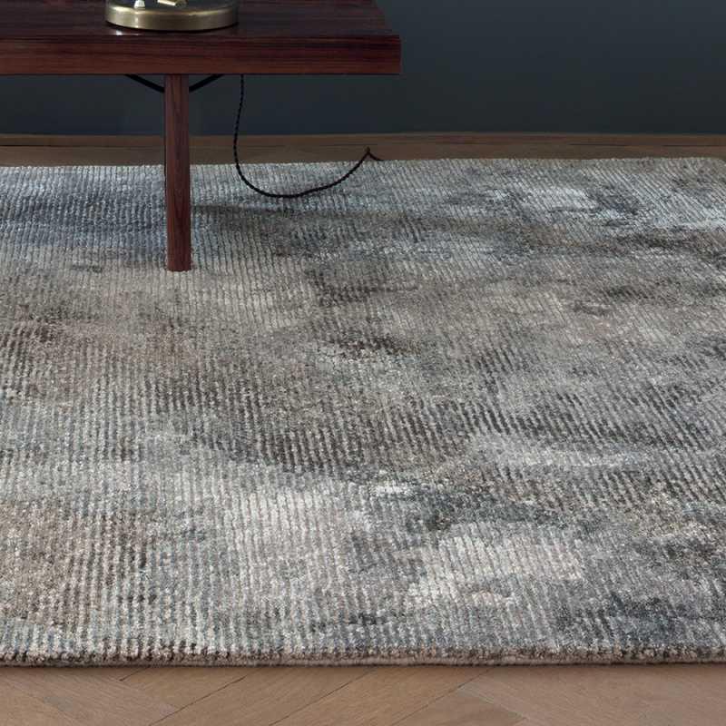 tapis design degrade gris bleute et taupe en laine et viscose inspiration luxe