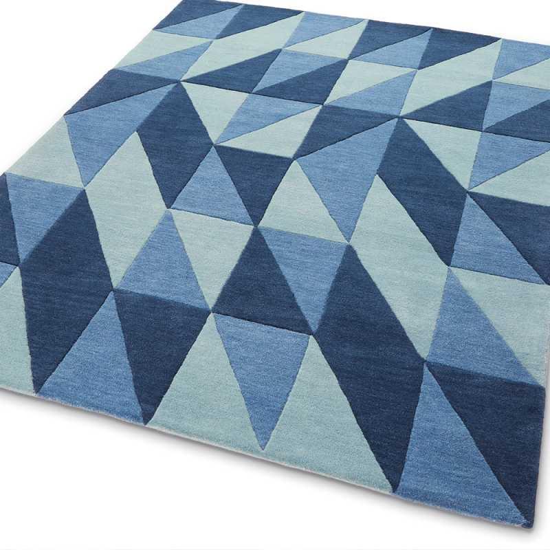 tapis de luxe au motif triangulaire en laine nuances de bleu