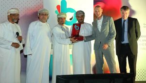 IDG's Bart Feenstra (second from right) collects the award with representatives of PDO
