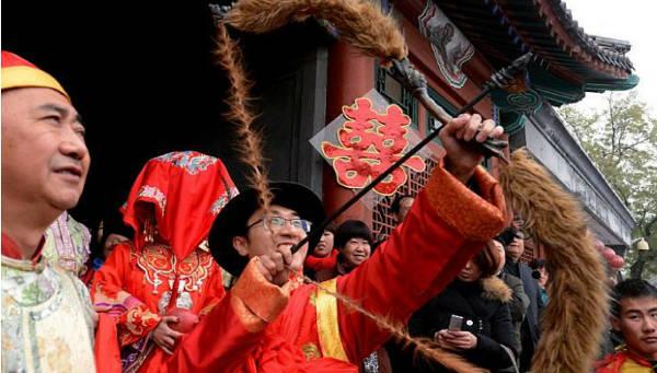 Shooting arrows towards the new bride - China