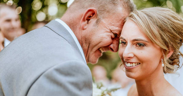 A Photographer Found An Amazing Way So That A Blind Bride Could 'See' Her Wedding Photos - 1