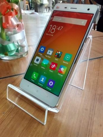 Xiaomi MI 4 upright image inspire2rise