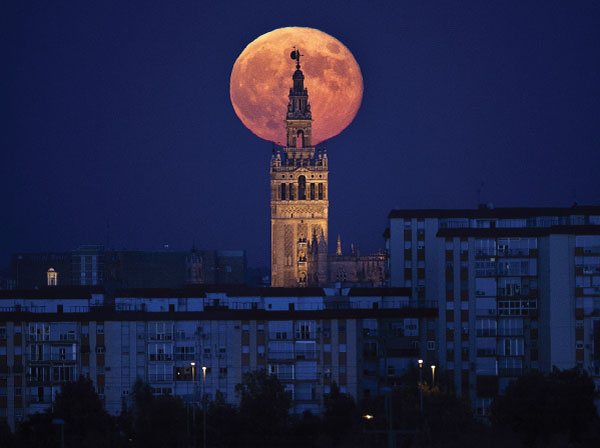 We're About To See A Record-Breaking Supermoon - The Biggest In Nearly 70 Years 2