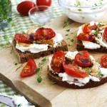 roast-tomato-garlic-toasts_10