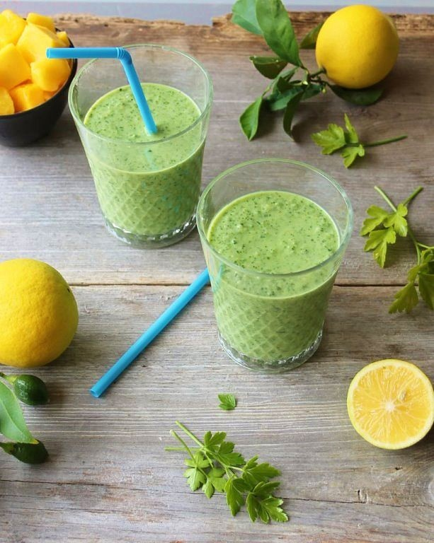 glowing green smoothie_blog_2