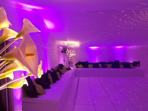 Contemporary 30th birthday party in a tack-off lined marquee in Holland Park.  Asprey purple lighting.  Silver stemmed Arum lilies.