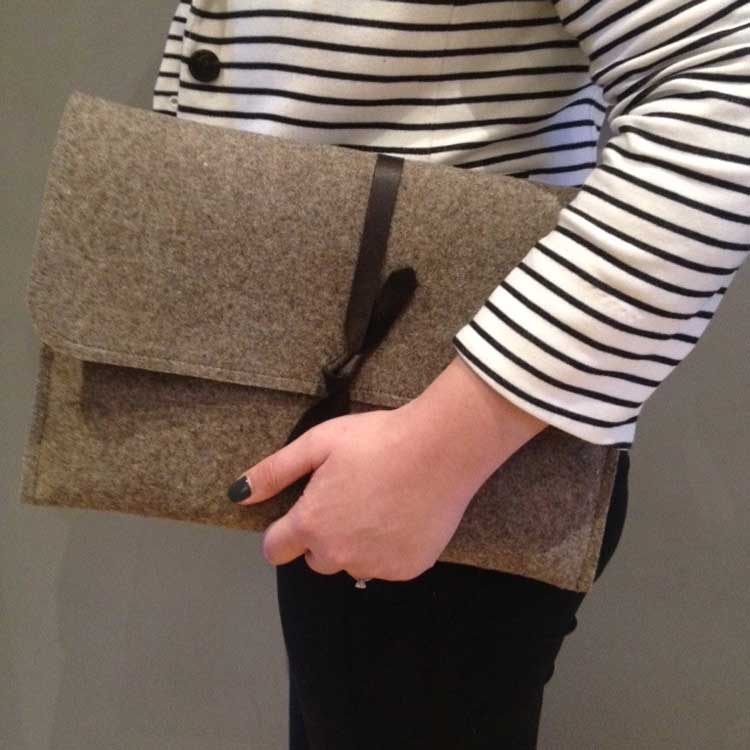 creates a notebook carrying case with Felt