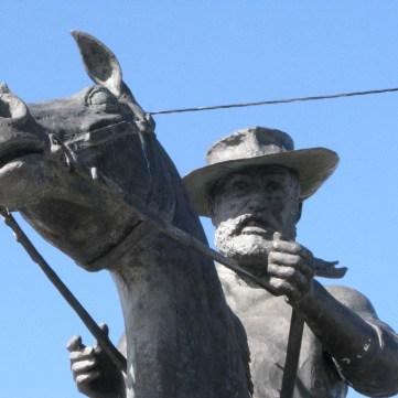 05 - Thunderbolt's statue.
