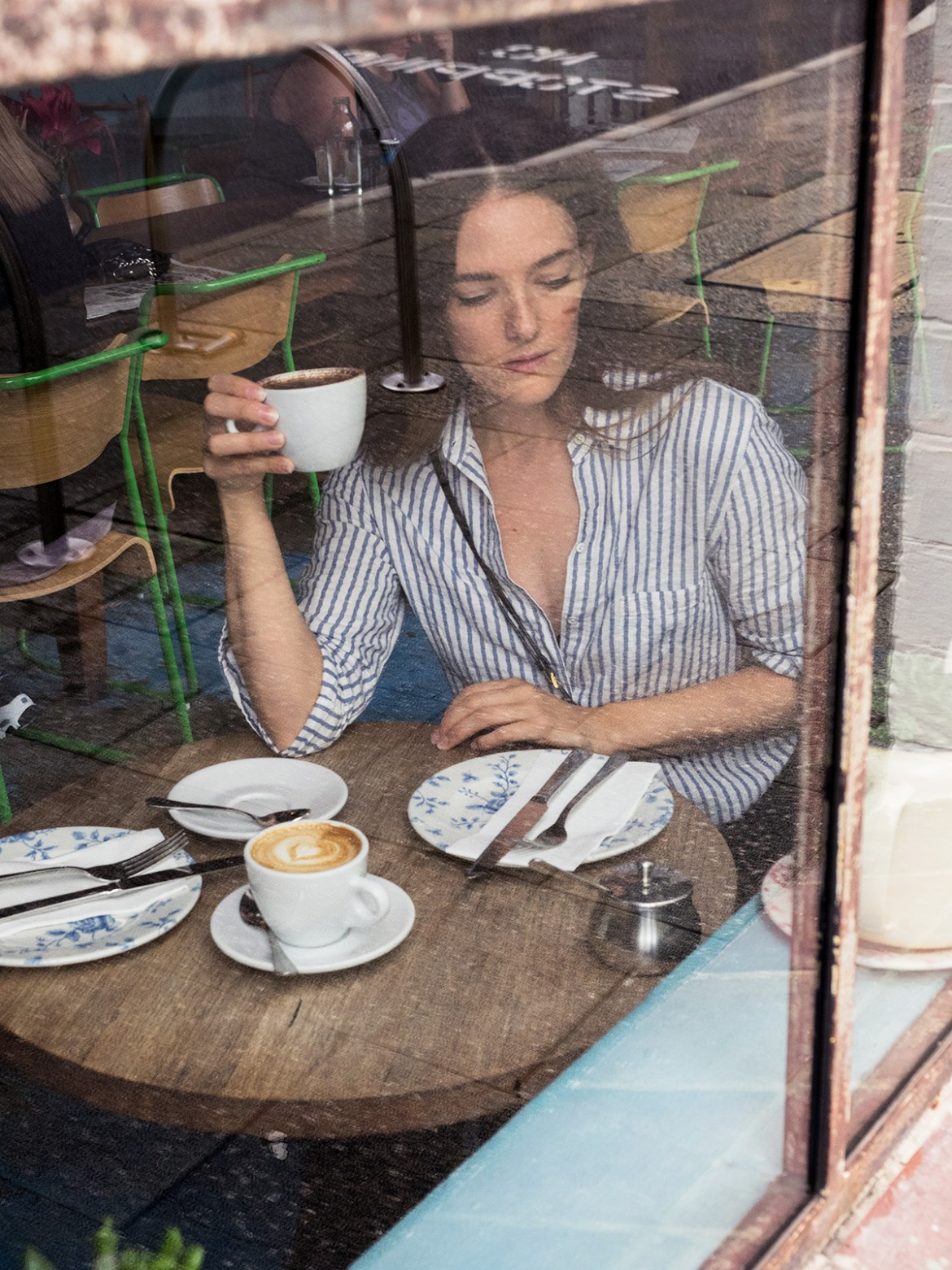 Inspiring Wit fashion blogger from Australia in the one shirt and tom ford bag 2017 window coffee