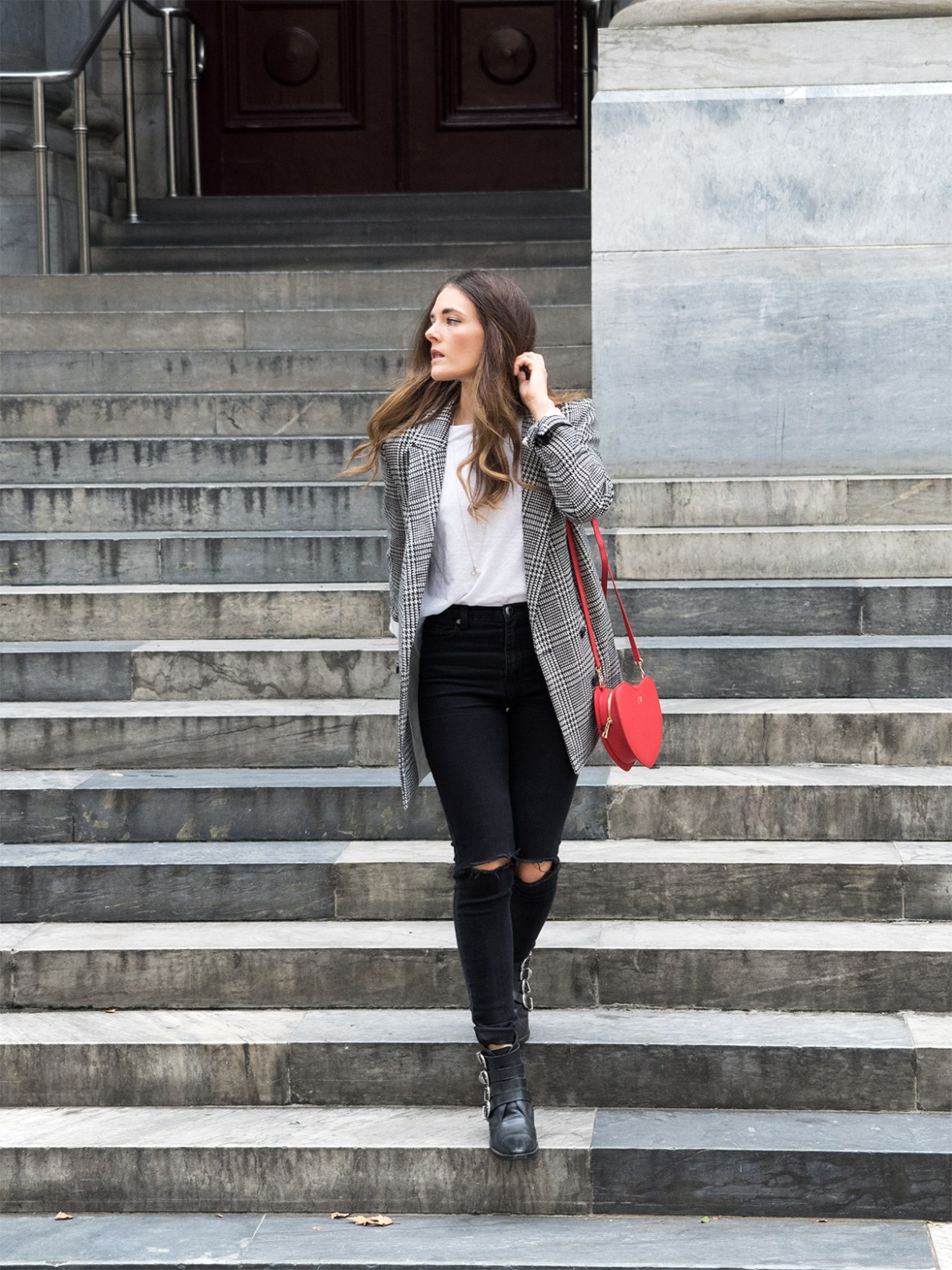 INSPIRING WIT STREET STYLE blogger in H&M check double breasted blazer, the daily edited heart handbag