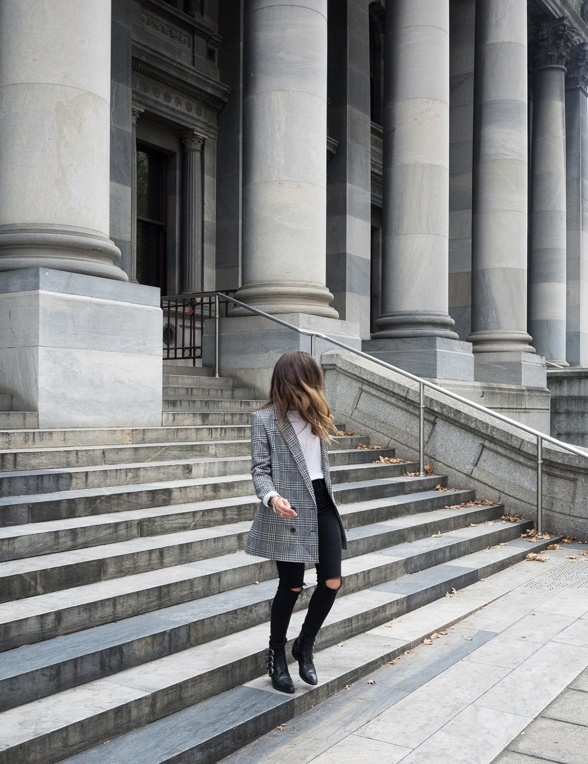 INSPIRING WIT STREET STYLE blogger in H&M houndstooth long double breasted blazer, fashion blog from Adelaide