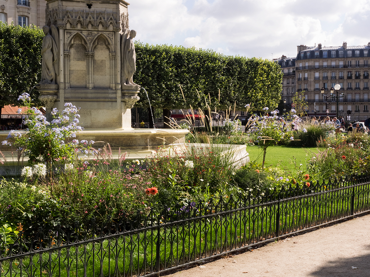 Ultimate travel guide to Paris, Garden fountain, Inspiring Wit