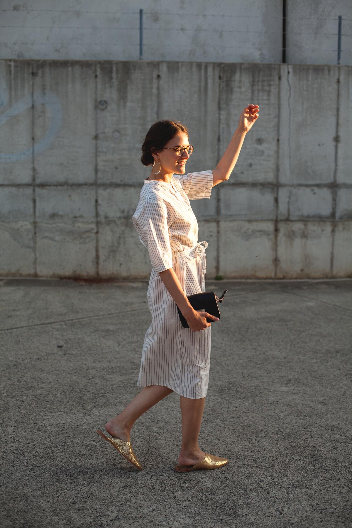 Inspiring-Wit-linen-Uniqlo-stripe-dress-gold-Sass-ind-slides