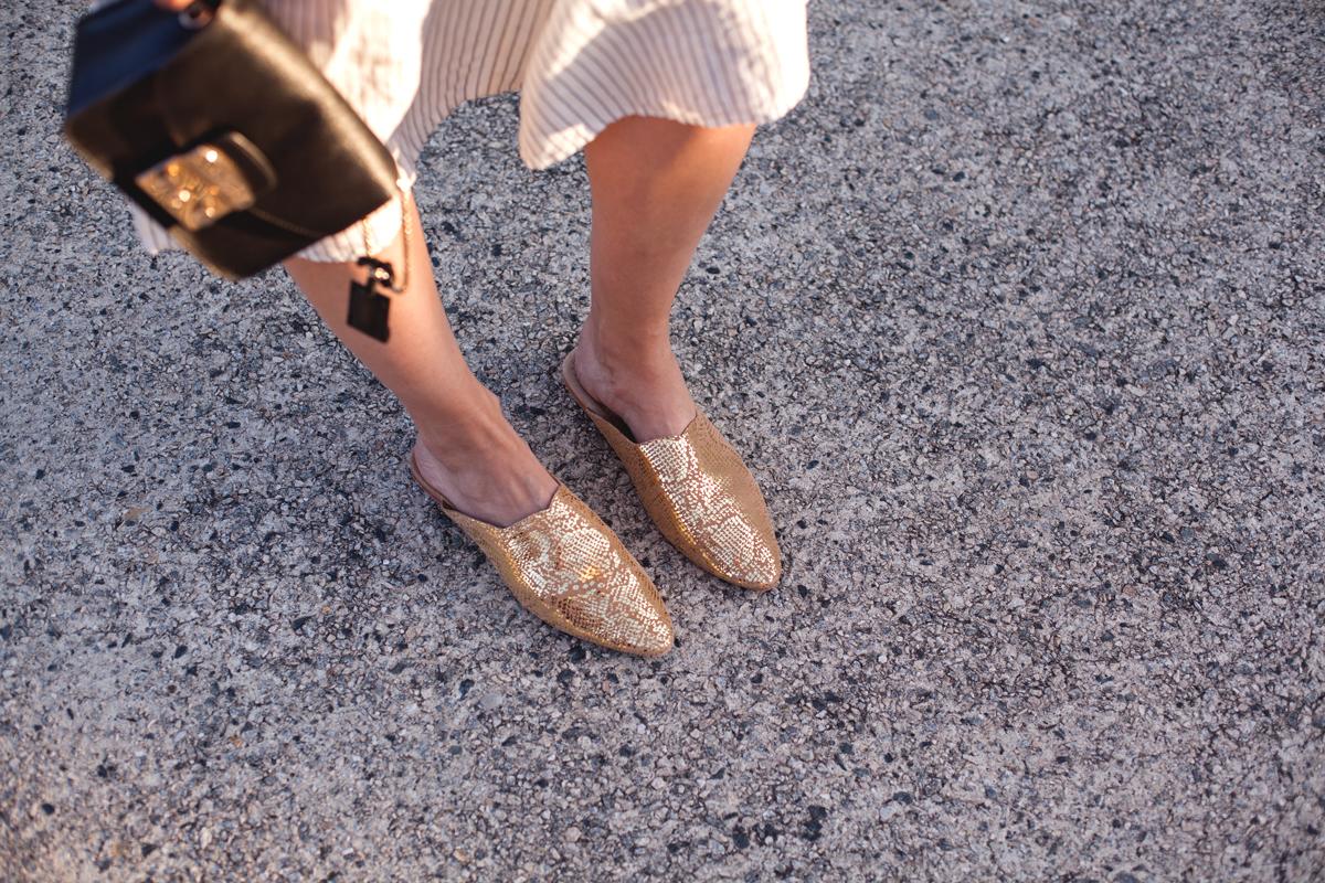 Inspiring-Wit-linen-Sass_ind_gold-shoes
