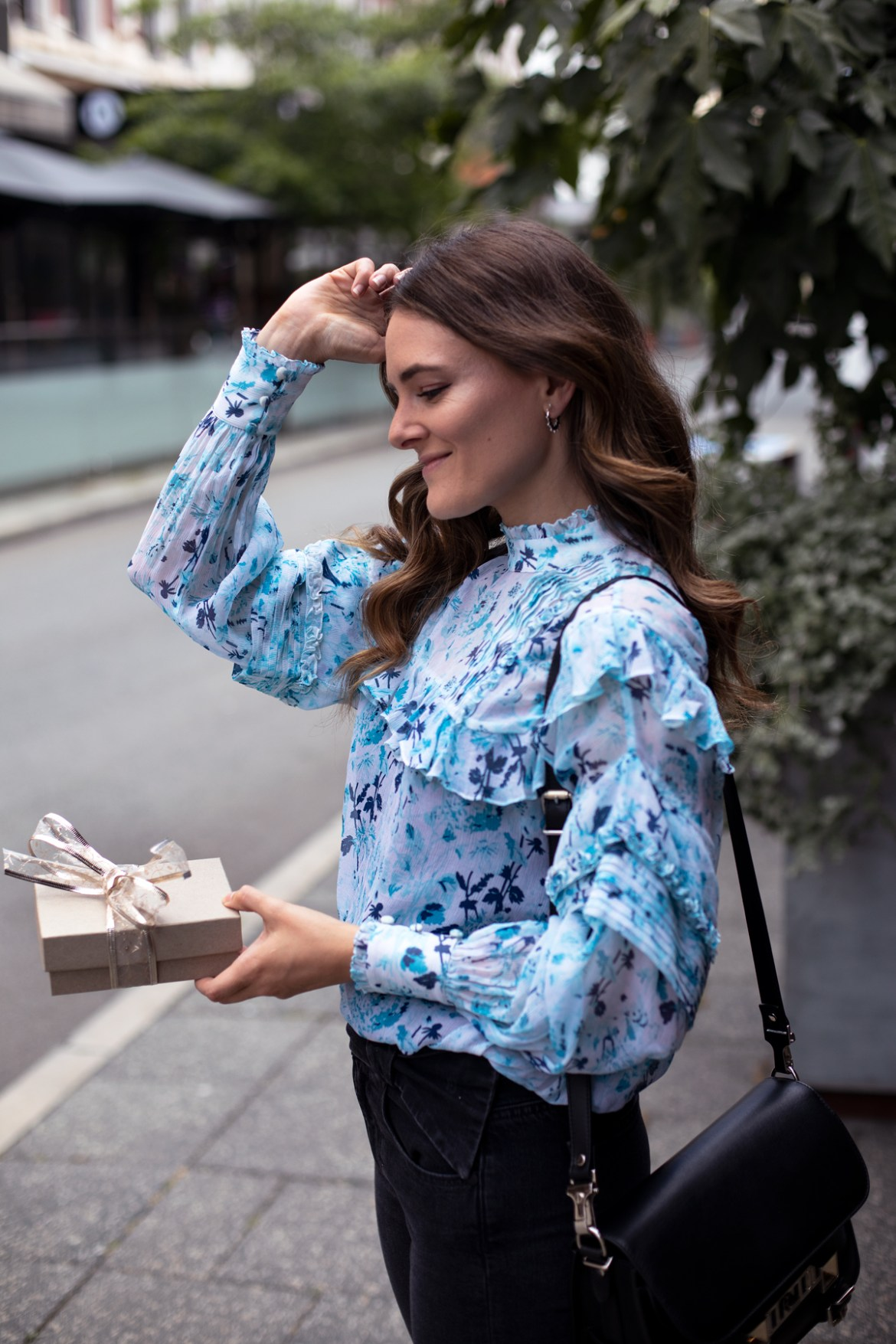 2018 Christmas gift guide Inspiring Wit blog featuring women's gift ideas Hemant and Nandita silk blouse and Paige jeans