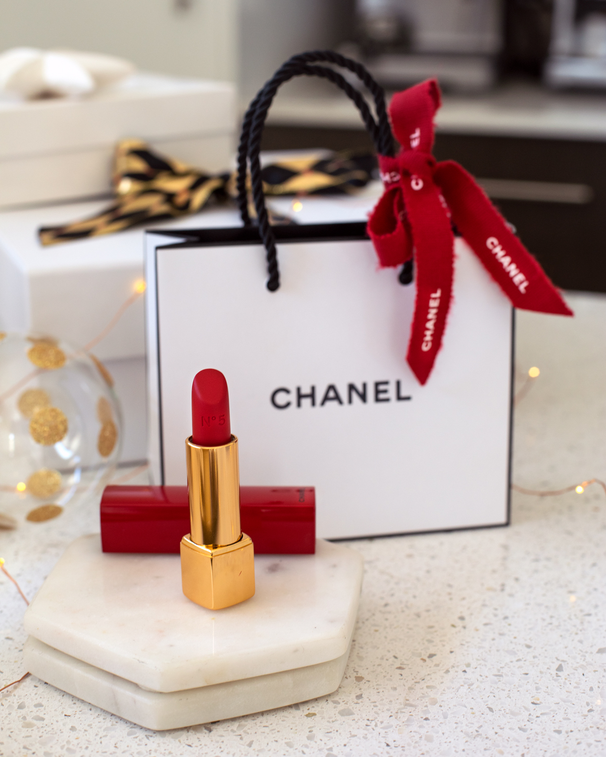 2018 Christmas gift guide Inspiring Wit blog featuring beauty gift ideas Chanel Beauty red lipstick No.5