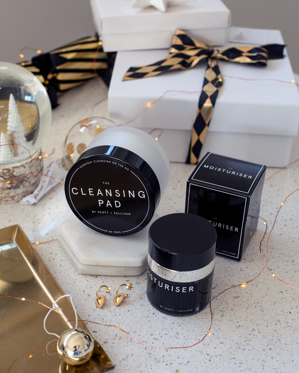 2018 Christmas gift guide Inspiring Wit blog featuring beauty gift ideas The Cleansing Pad and Moisturiser by Scott and Sullivan