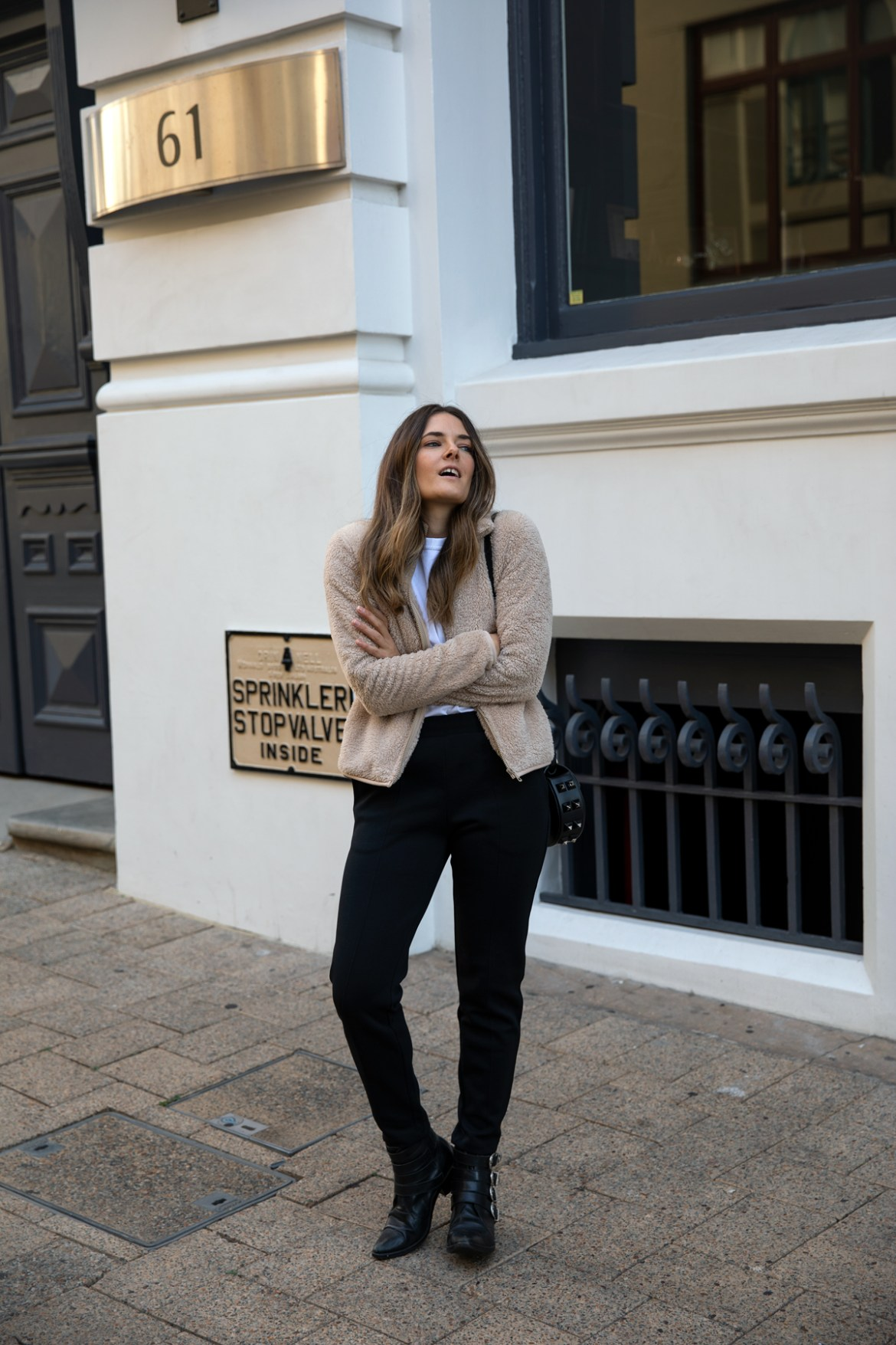 fleece jacket from Uniqlo teddy jacket with track pants for Autumn Winter outfit ideas worn by Inspiring Wit fashion blogger Jenelle