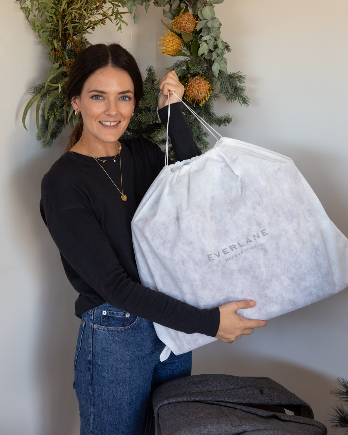 Jenelle Witty from Inspiring Wit with Everlane best-sellers for Christmas gift ideas