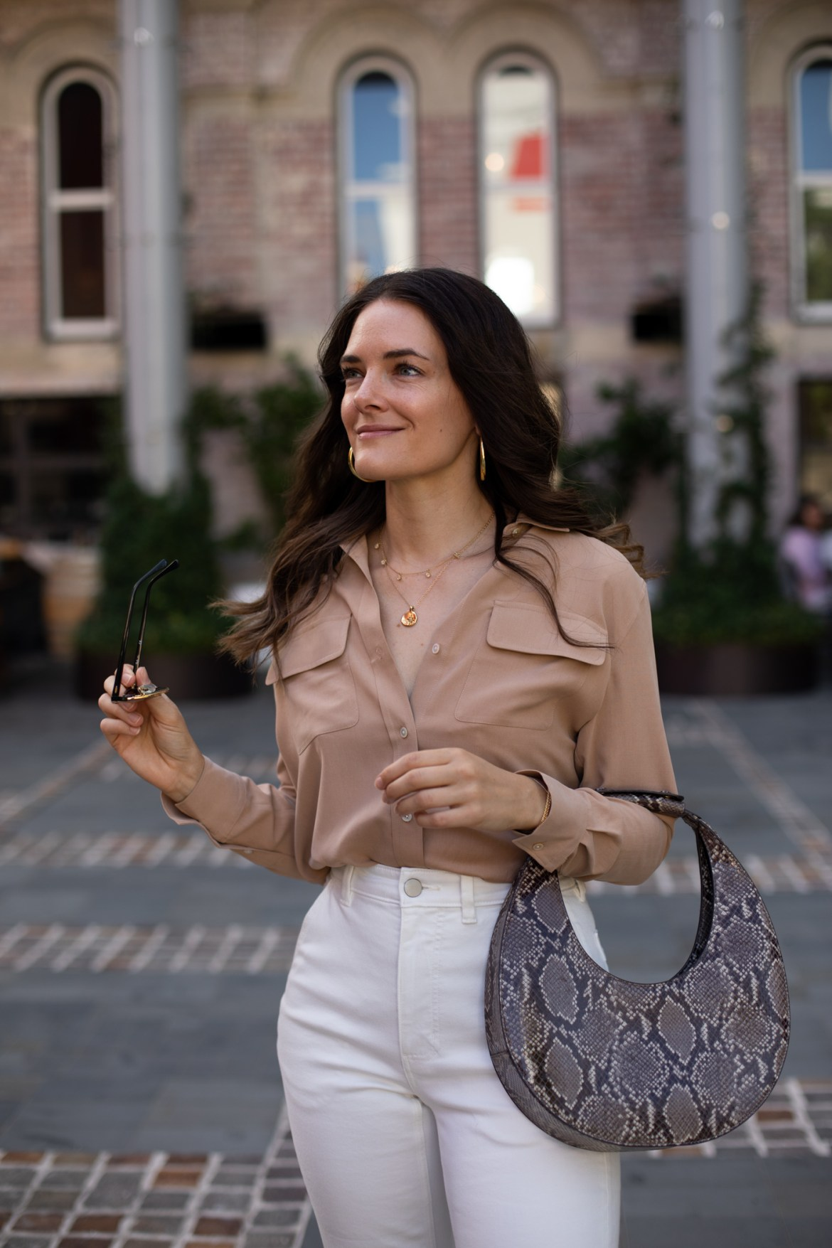 beige washable silk Everlane shirt outfit idea