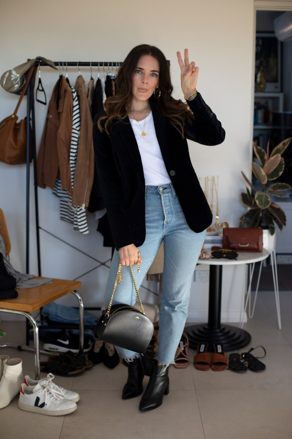 IGTV styling videos on Instagram with @inspiringwit wearable outfit ideas using capsule wardrobe staples. Blazer and mom jeans