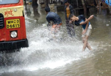 https://i1.wp.com/www.instablogs.com/wp-content/uploads/2012/07/mumbai-sinking34_26.jpg