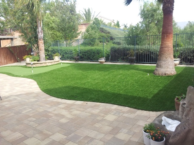 Backyard Putting Green Guide (Artificial Grass vs. Real ... on Turf Backyard Ideas id=40280