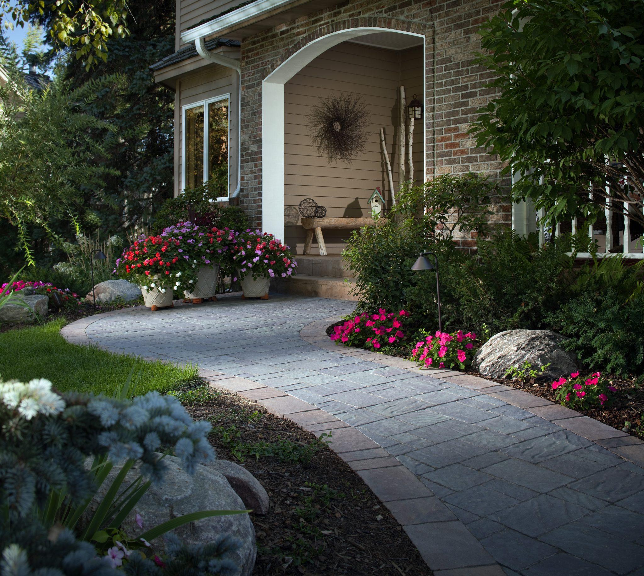 Stone Pathways: Stepping Stone Walkway Ideas + Designs ... on Side Yard Walkway Ideas id=61170