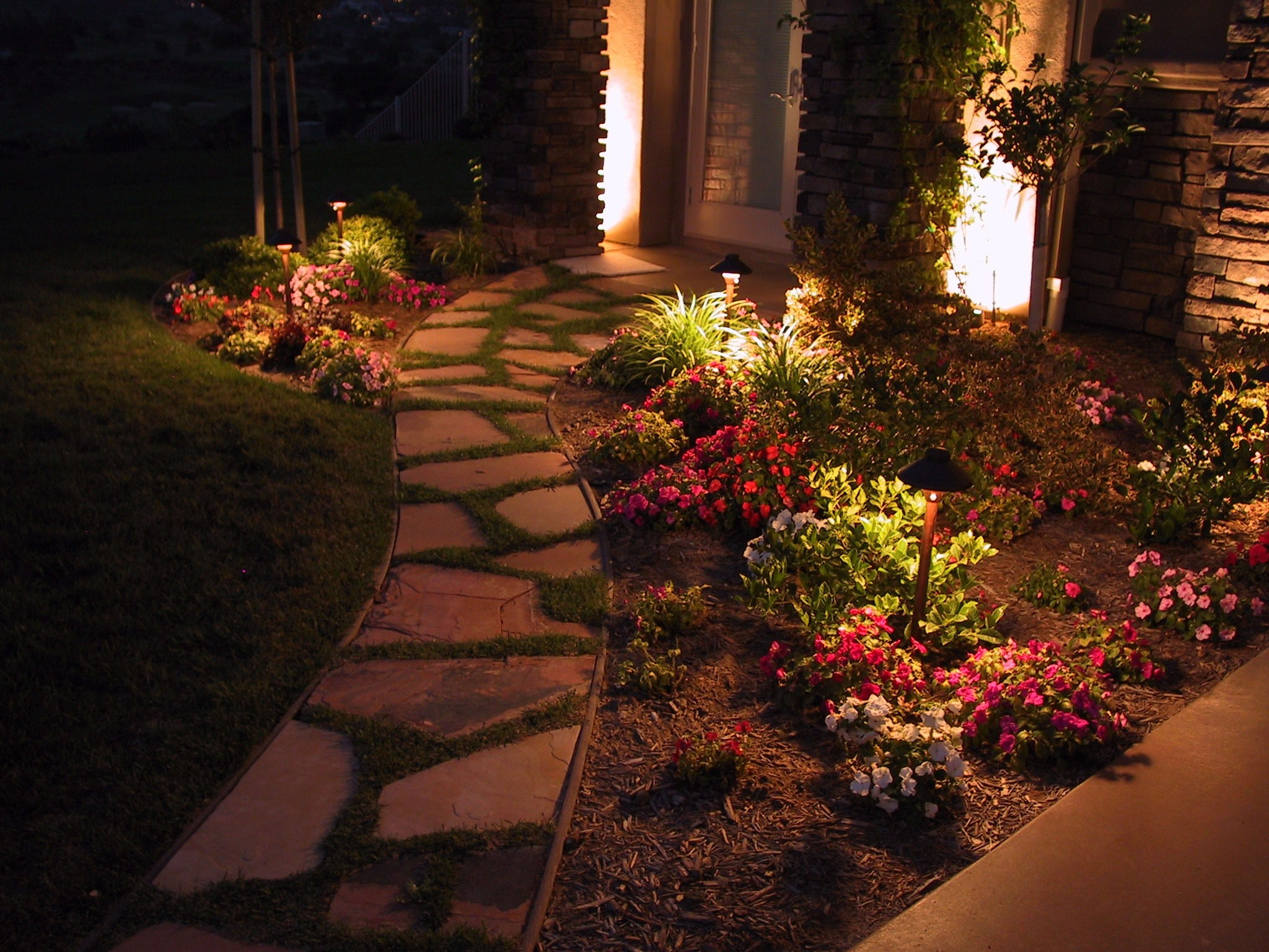 5 pathway lighting tips ideas walkway lights guide on Front Lawn Lighting Ideas id=64944