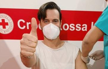 Giulio Berruti, fidanzato di Maria Elena Boschi, si vaccina: scoppia la polemica e lui zittisce tutti