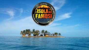 """Isola dei Famosi, ex naufrago sbotta: """"Vi potrei querelare"""""""