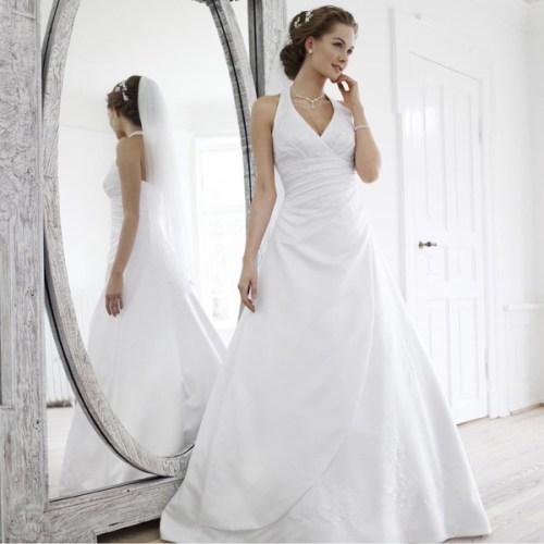 Robe de mariée à col américain