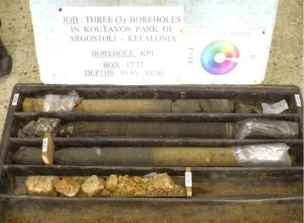 Photo 2: Carottes extraites du forage profond : de 80.5 à 84.5m