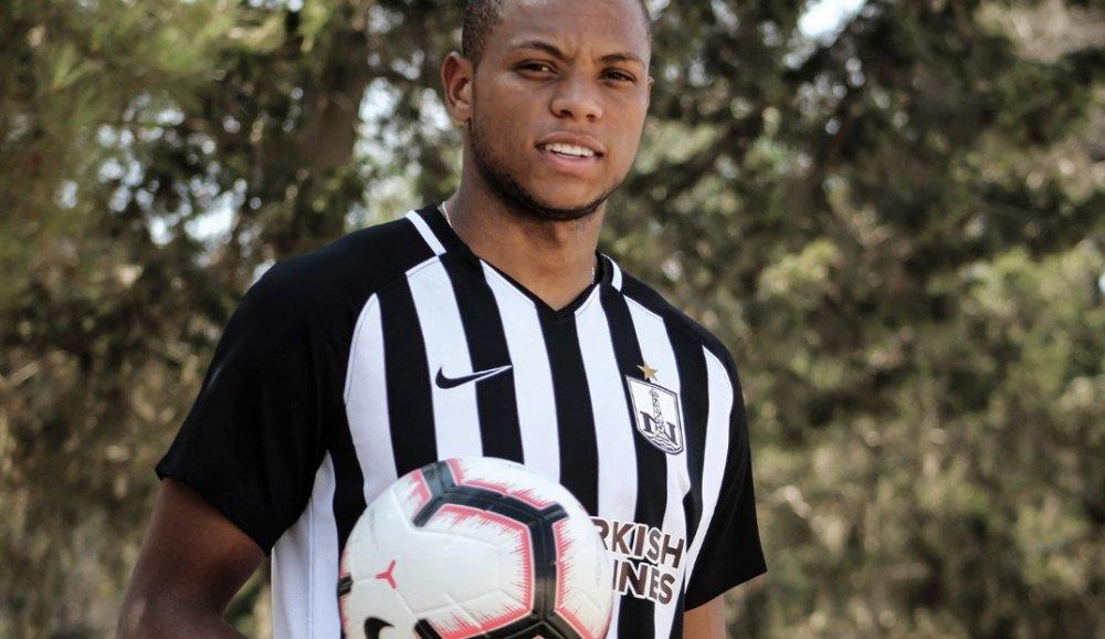 bougrine des academies JMG football signe avec-neftchi