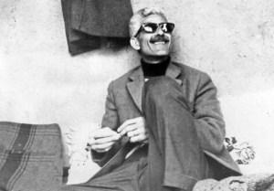Jalal con occhiali