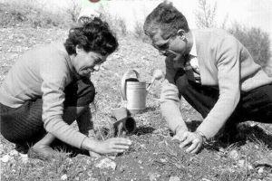 Jalal e la moglie in giardino