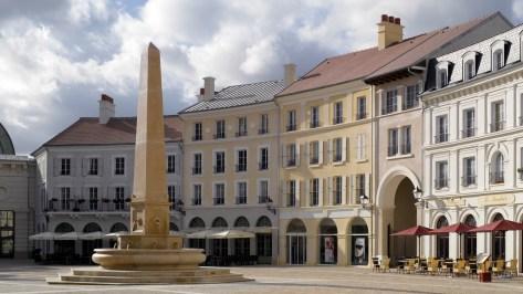 Place de Toscane France small