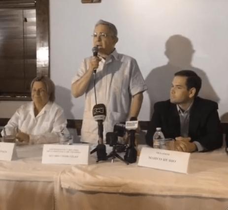 De izq. a der: Congresista Ileana Ross-Lethinen, Expresidente Álvaro Uribe Véliz y Senador Marco Rubio. Foto: Intégrate News