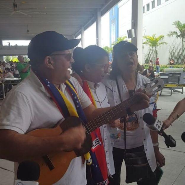 #16j | El Maestro Alejandro López Ugarte y familia desde #MiamiDadeCollege #Doral #EstoyConVenezuela