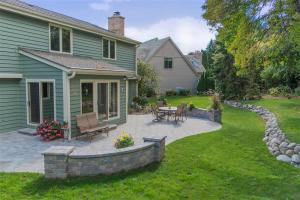 low maintenance landscaping, landscaper, landscaper in Milwaukee, new Berlin landscaping