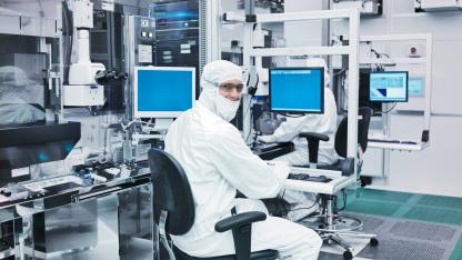 23564 fab bunny suit rwd.jpg.rendition.intel.web.416.234 Intel unveils an astonishing fact about its research and manufacturing facilities!